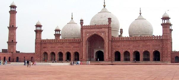 1920px-Badshahi_Mosque_July_1_2005_pic32_by_Ali_Imran_(1)